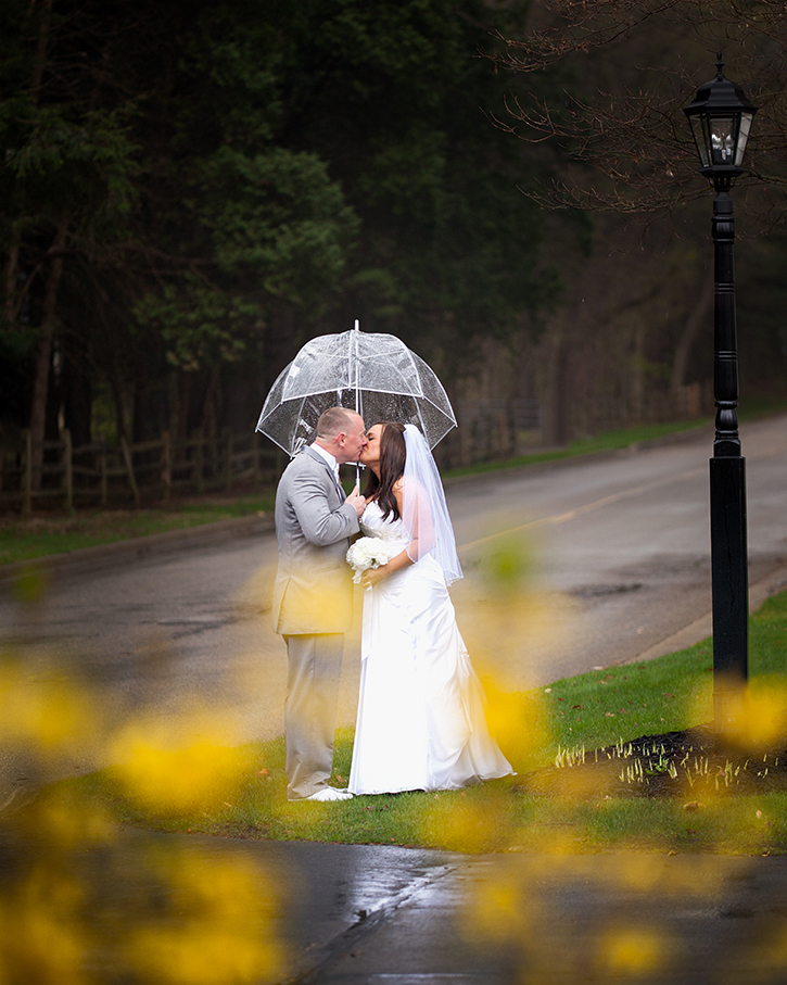 Wedding Kiss in the Rain Umbrella Spring Flowers - joannaFOTOGRAF Joanna Reichert.jpg