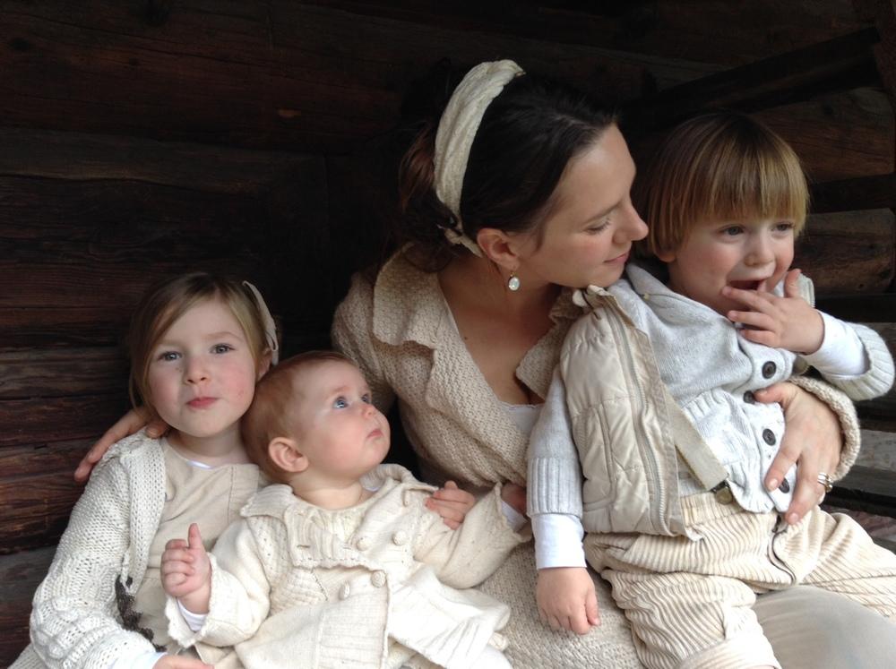 Blanca Blanca (40) is niet alleen de lieftallige echtgenote van Raymond en de toegewijde moeder van hun 3 prachtige kinderen, maar ook een gepassioneerde psychologe, relatietherapeute en schrijfster. Op liefdevolle, maar ook confronterende (eigen)wijze zal ze de jongeren tijdens de jongeren expeditie helpen te leren vertrouwen op zichzelf en het lef leren hebben om keuzes te maken vanuit een juiste hoofd-hart balans. Zie [www.insightorout.nl]