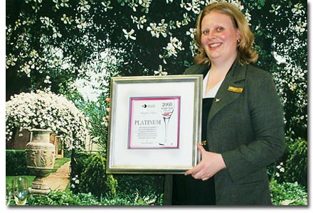 paula mckenzie with diners club wine list award