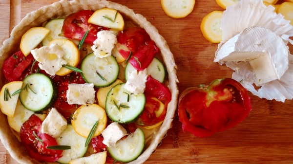 Here is the filled tart before it goes into the oven. You can use any kind of goat cheese or cow's cheese that you like. I also dotted it with fresh rosemary and sprinkled the top with a little salt and freshly cracked black pepper. Yum! The taste of summer. :)