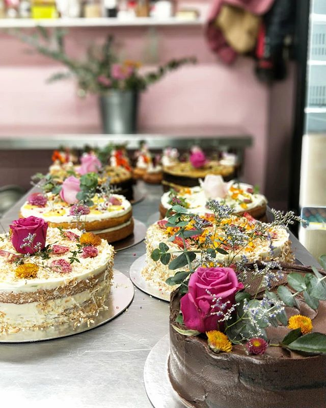 Im gonna be demonstrating some of my wayward cake decorating techniques tomorrow at the @thefoodshownz . April seemed a long way away when i was asked earlier in the year 💆 If your planning on attending the show, please come along - ill tolerate mild heckling from the crowd.