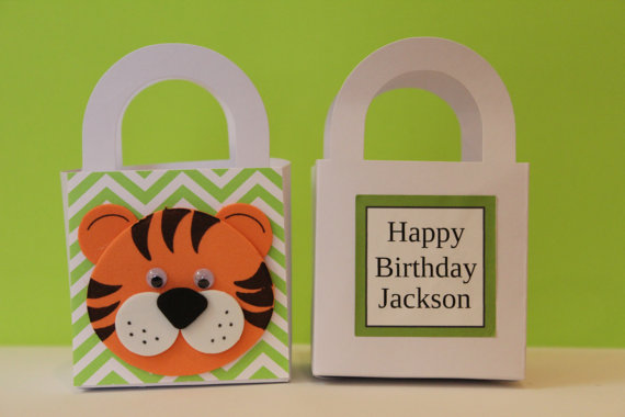 Personalized Tiger Goodie Bag. (Link:   etsy.me/ 1wCrOdX)    Oh, such big eyes these bags have!