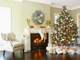 1212-christmas-tree-white-decorations-lgn.jpg