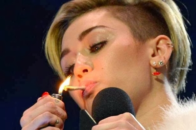 MileySmoking2.jpg