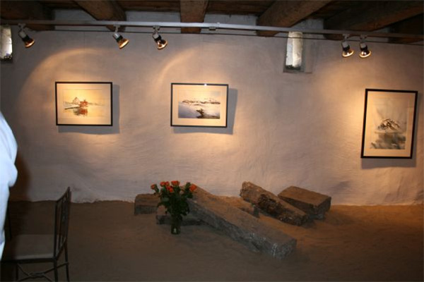 Sand and brick floors make the gallery the most charming place!