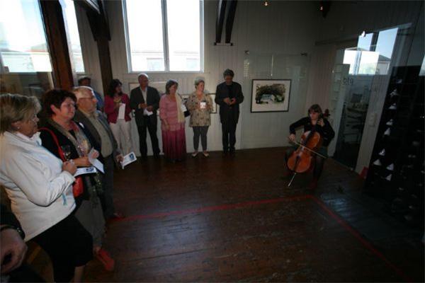 Ingri Løkholm Ramberg bidro med vakker musikk på sin cello.