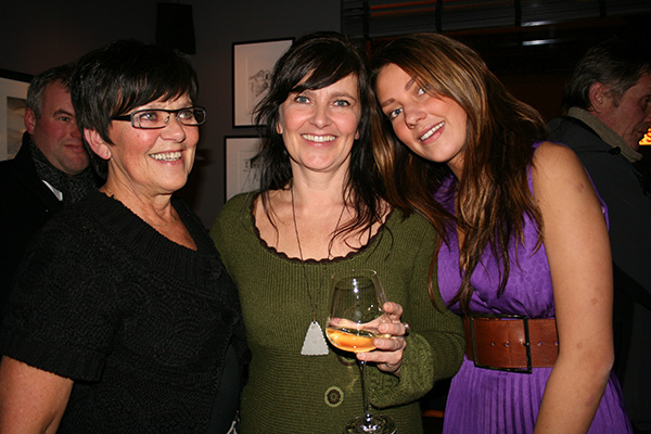 Hilde with her mother and her daughter Malin.