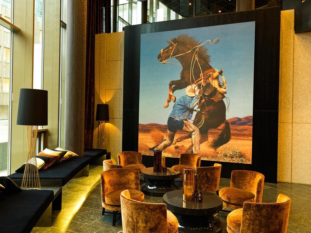 Richard Prince konst i lobbyn