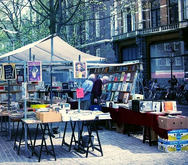 1383928706-amsterdam-market-BoekenmarktOpHetSpui.jpg