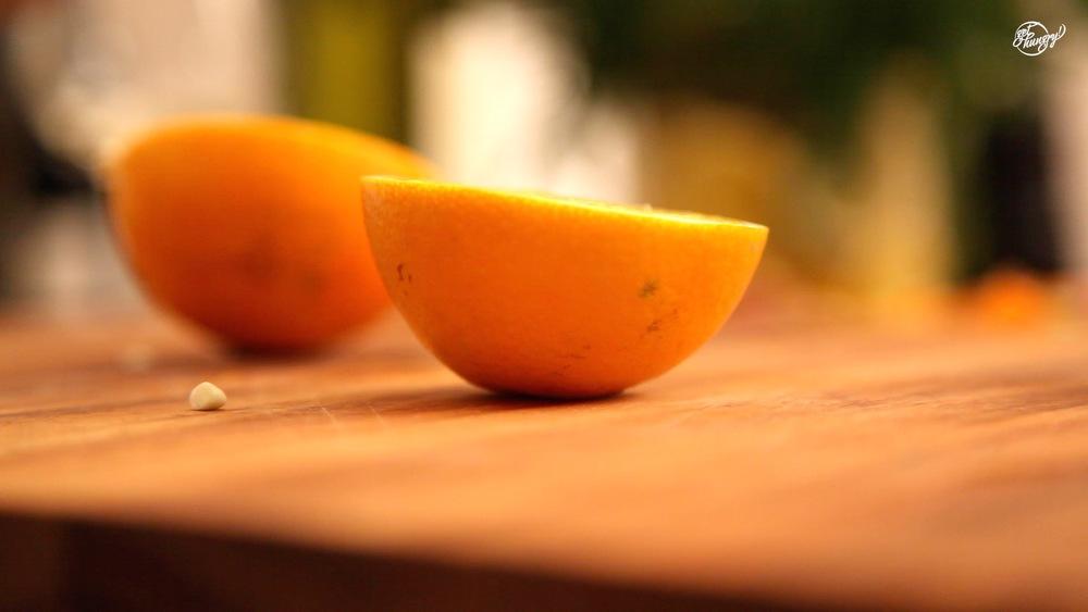 3 mittelgroßen Orangen