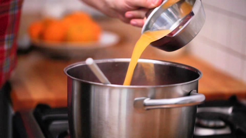 mit Orangensaft, Salz & Pfeffer abschmecken