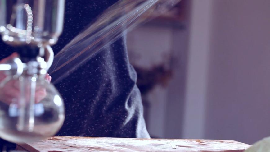 lange Frischhaltefolie auf Arbeitsfläche legen