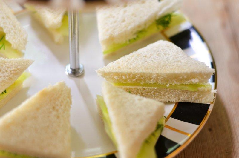 Mach dazu: Britische Gurken-Butter-Sandwiches!