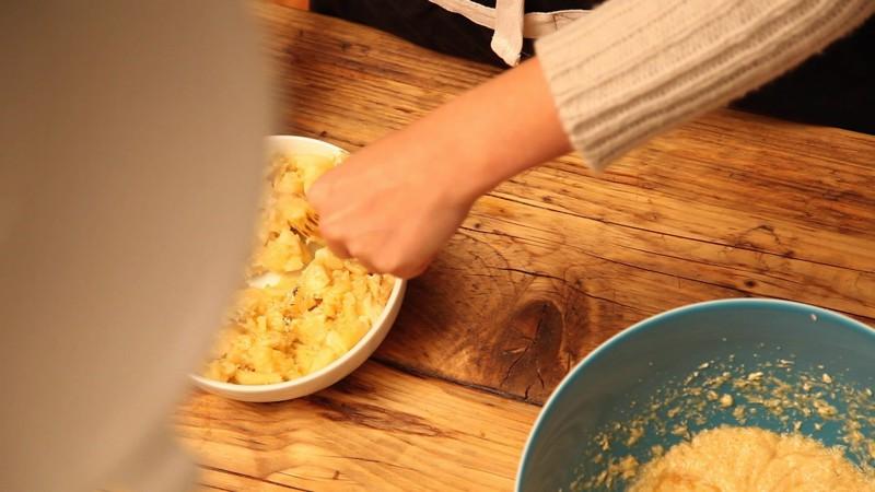 mit Prise Vanille und 1 EL Zitronensaft zermatschen
