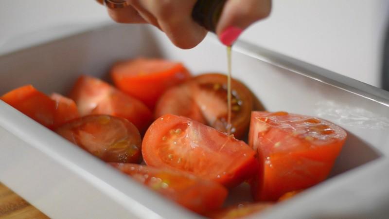 Olivenöl darüber verteilen