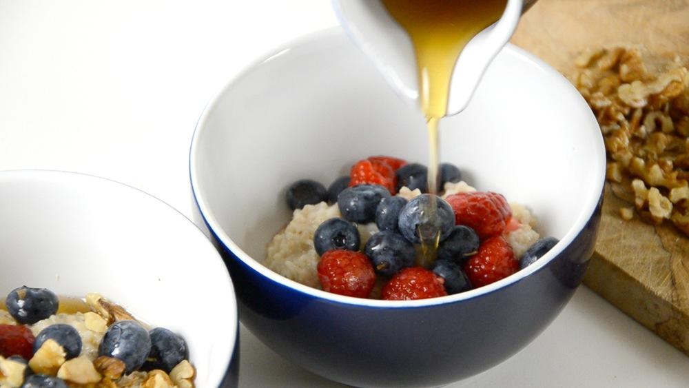 Mit Ahornsirup, Honig oder Zucker süssen