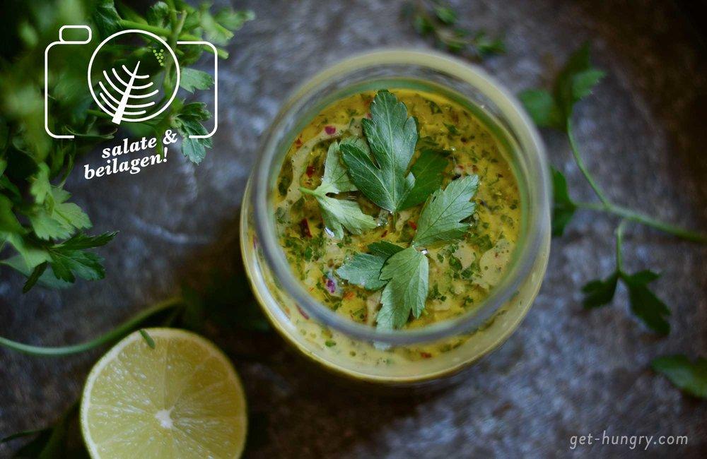 Chimichurri - ursprünglich aus Argentinien - hat jede Berechtigung auch bei uns öfter auf die Teller bzw. auf gegrillte Gerichte geträufelt zu werden. Schmeckt sehr erfrischend, aromatisch und auch ganz schön spicy.