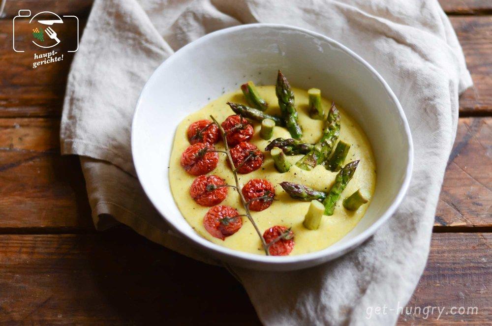 Parmesan-Polenta mit Zitronen-Spargel und Ofentomaten