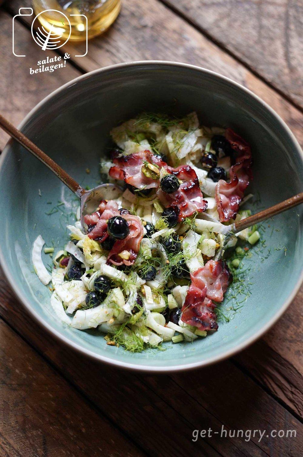 Fenchel-Blaubeer-Pistazien-Salat mit Speck - der wohl schmackhafteste Sommersalat.