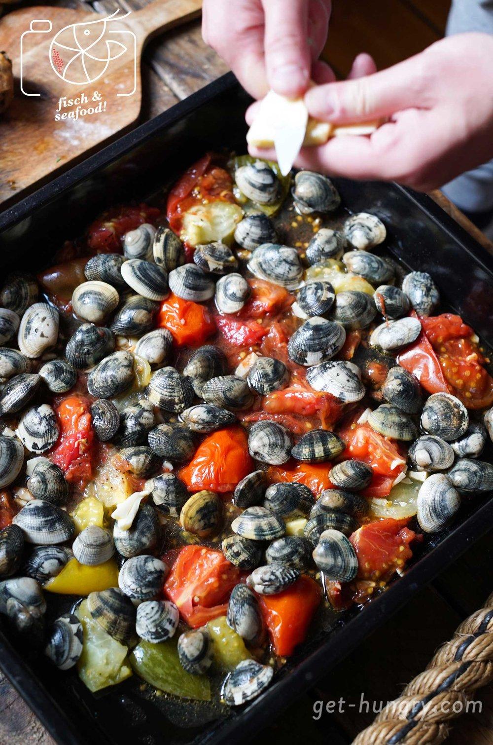 Vongole im Tomaten-Knoblauchsud direkt vom Blech - schnell und einfach