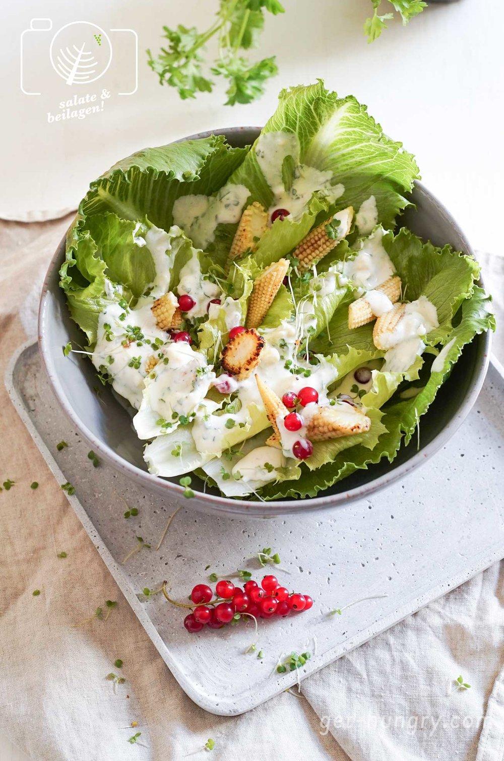 Grüner Salat mit Blue-Cheese-Ranch-Dressing