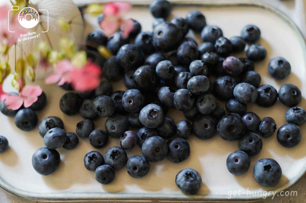 HRicotta-Heidelbeer-Crêpes mit geschmolzenem Vanilleeis