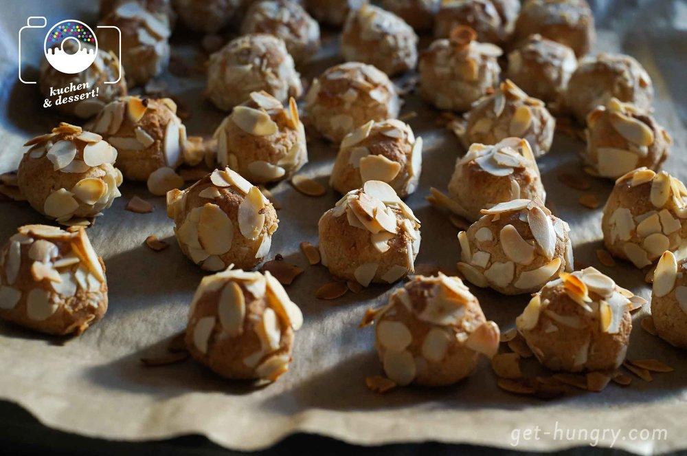 Duftende Schönheiten unter der Hitze. Aber aufgepaßt mit der Dauer in deinem Backofen. Bei mir backen die perfekten Kekse 18 Minuten mit 170° C Umluft.