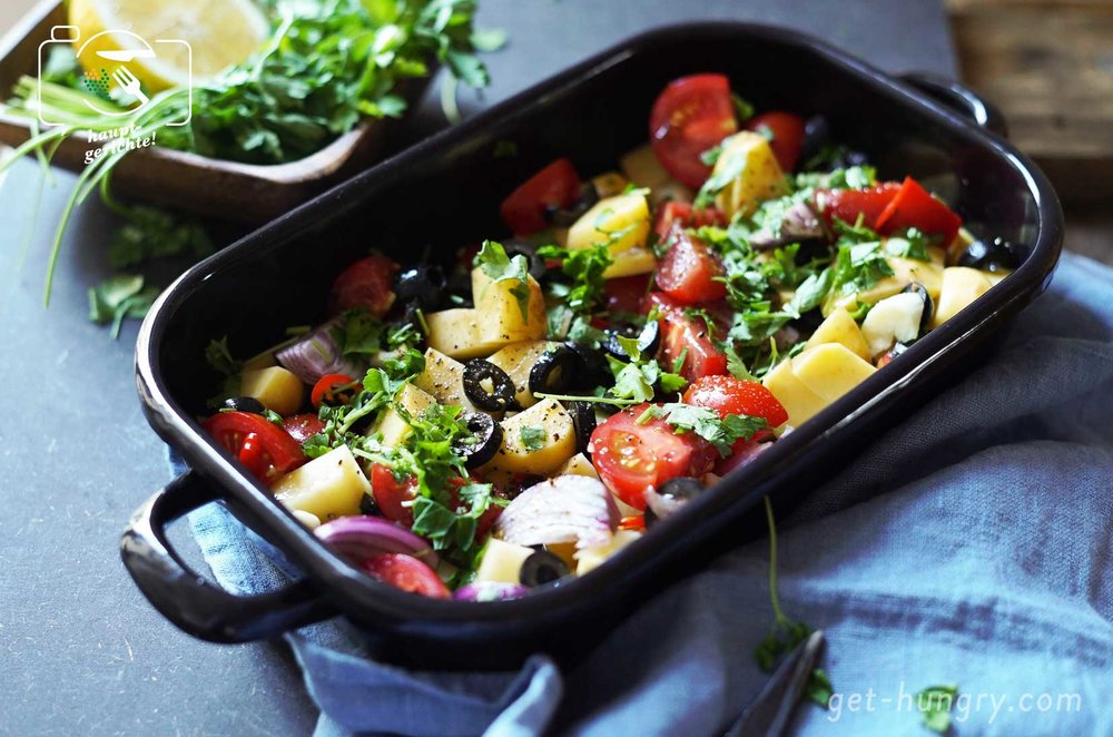 Mediterranes Ofengemüse mit Oliven, Tomaten und Kartoffeln