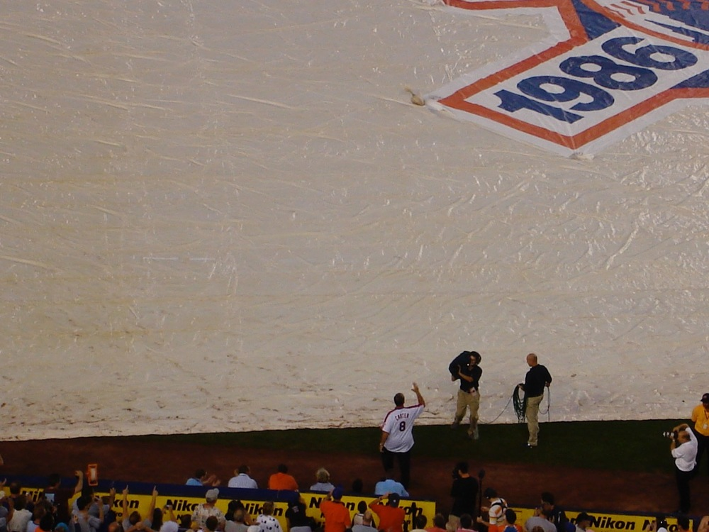 Gary Carter takes the field during the 2006 20-year reunion.