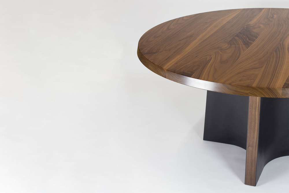 Delicieux SKIRT DINING TABLE