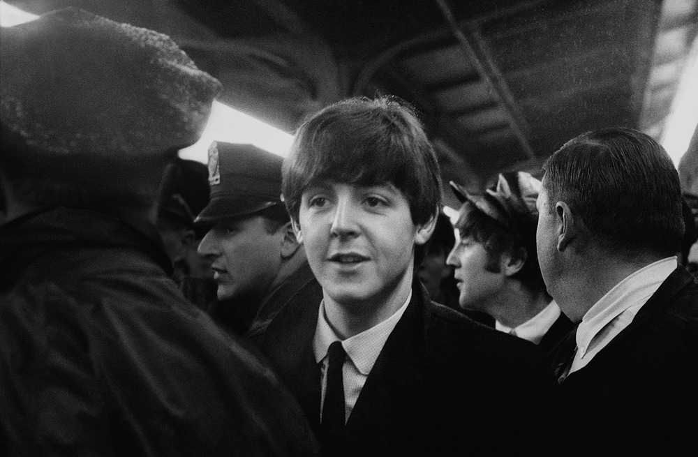 19-paul-john-arriving-union-station-DC-beatles-19640211.jpg