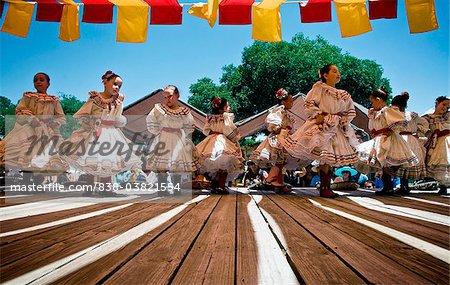 838-03821554em-Girls-dancing-Baile-Folklorico-El-Rancho-De-Las.jpg
