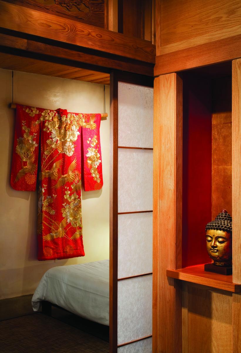 lodging door buddha  038.jpg