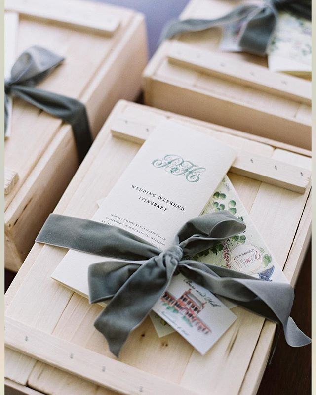 Bess & Hill welcomed their guests to Fort Mill with an assortment of local South Carolina gourmet goodies, Moscow Mule accoutrement & our signature Revelry + Remedy Kits, all enclosed in natural wooden boxes wrapped with the softest sage velvet. #trottingtodubose Photo: @allisonkuhnphotography