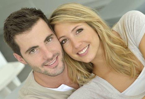 Brown Hair Guy Blond Woman Couple 30 YO