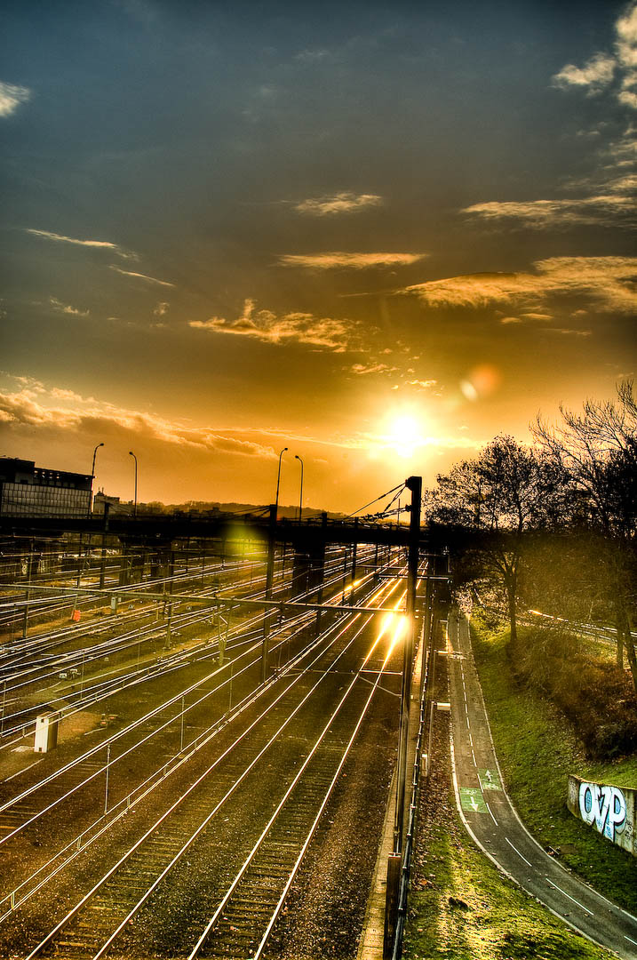 HDR railway france train station sunny tag graph street art color voie ferree train de banlieue.jpg