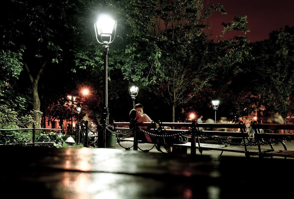 Midnite lovers nyc new york usa america washington square night life love kiss couple light.jpg