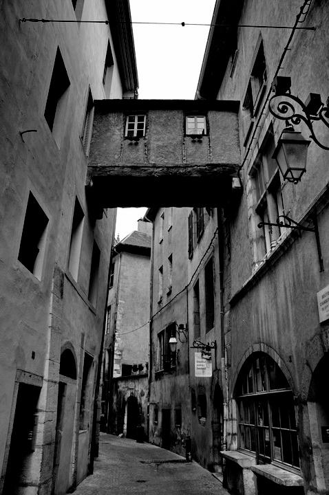 chambery rue noir et blanc 1.jpg