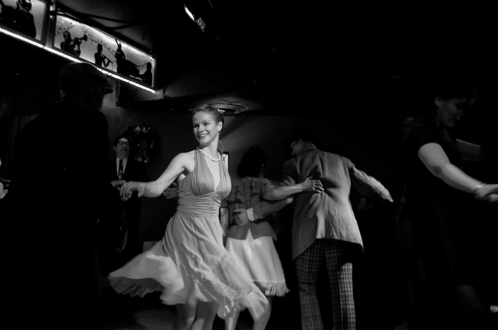 swing jazz nyc new york bar dancing people old vintage woman man 3.jpg