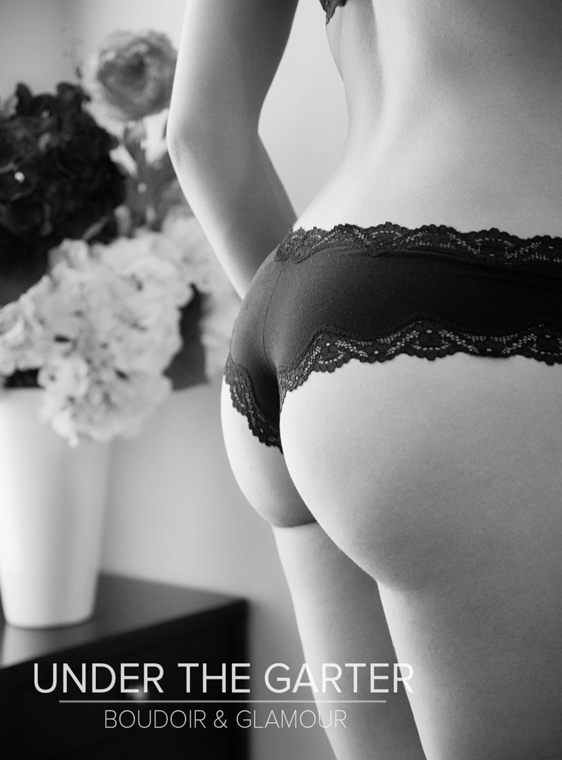 boudoir photography denver tushie tuesday flowers bw