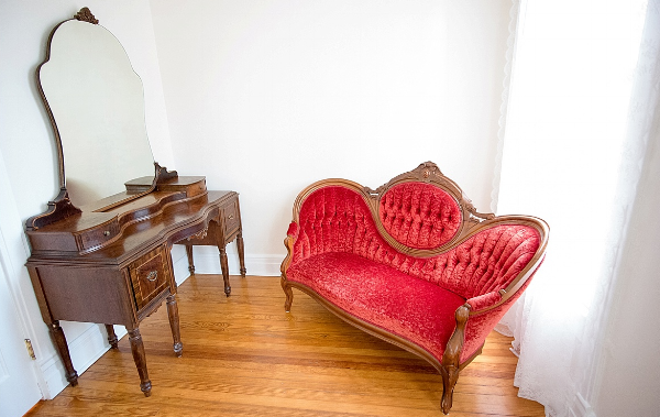 Vintage Vanity and Velvet Chaise Photo Studio.jpg