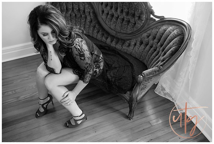 boudoir photography denver black lace vintage chaise.jpg