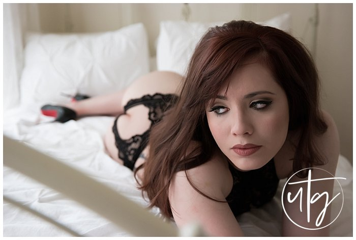 boudoir photography denver cat eye redhead bed.jpg