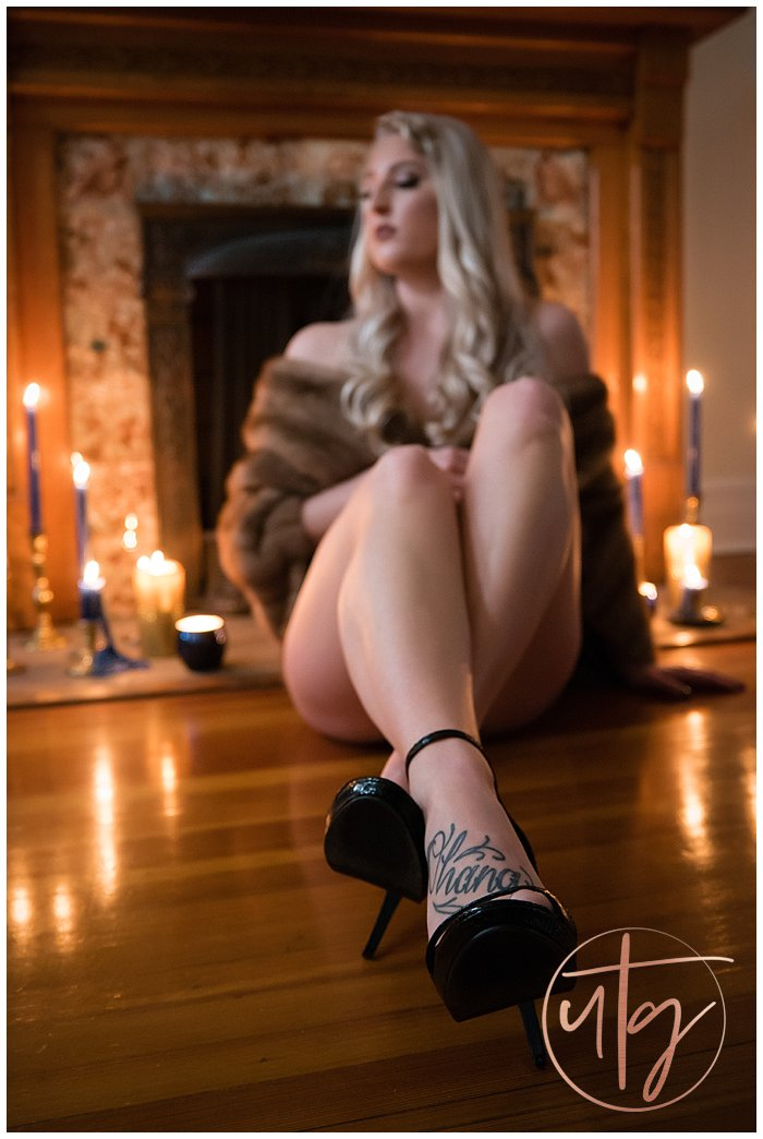 boudoir photography denver foot tattoo fur.jpg