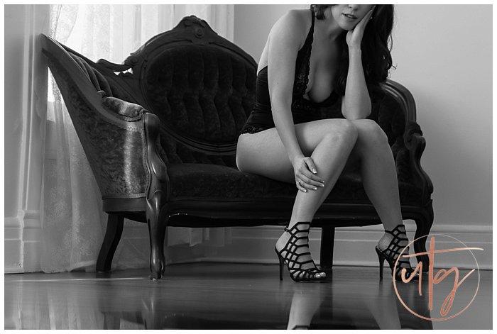 boudoir photography denver bw vintage chaise.jpg