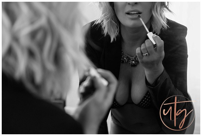 boudoir photography denver lipstick application.jpg
