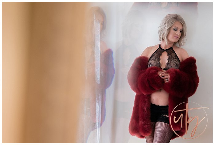 boudoir photography denver furry jacket fishnets.jpg