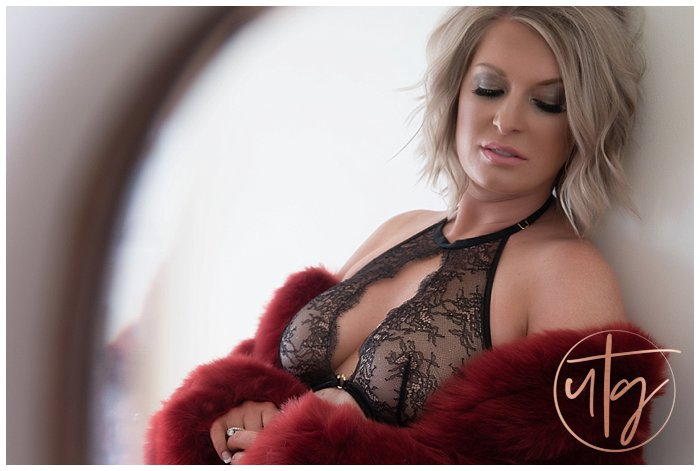 boudoir photography denver furry jacket black lace.jpg