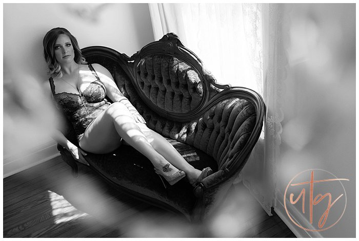 boudoir photography studio denver vintage chaise.jpg