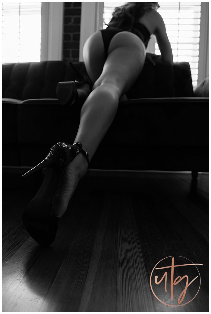 boudoir photography denver booty legs heels.jpg